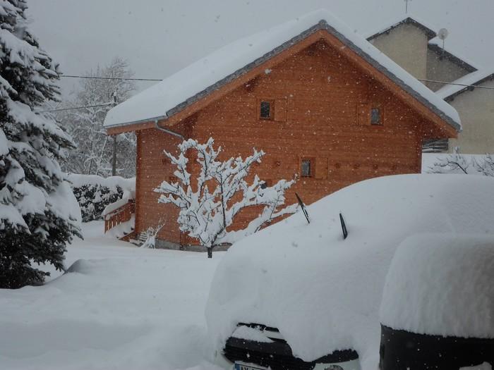 il neige  en mars ! chalet