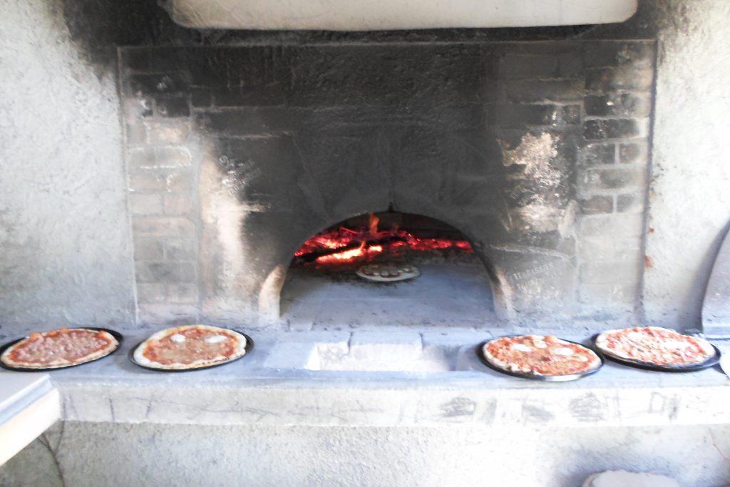 pizzas cuites au four - Edelweiss Ancelle