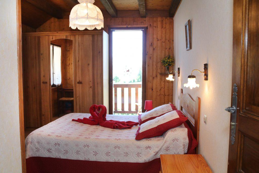 chambres chambres et table d 39 h te location chalet ancelle hautes alpes. Black Bedroom Furniture Sets. Home Design Ideas